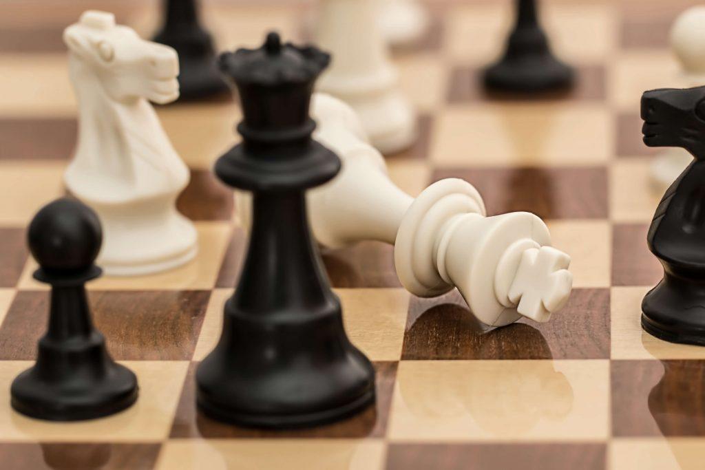 ייעוץ עסקי הוא כמו משחק שחמט. יש לנו את כל החיילים, צריך לבנות את האסטרטגיה הנכונה לנצח.